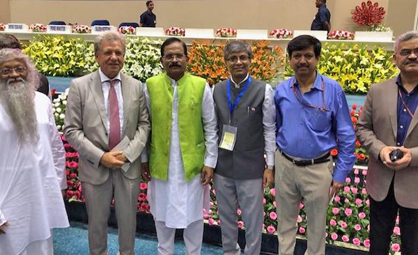 Brahmachari Dr. Girish Momaya, Lothar Pirc, AYUSH Minister Shripad Yesso Naik, Staatssekretär Dr. Rajesh Kotecha, Regierungsberater für Ayurveda Dr. Manoj Nesari